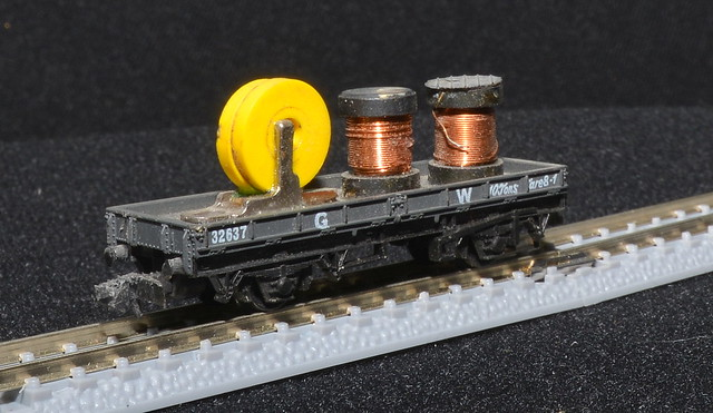 Peco N Scale~ Flat Wagon with 2 coils (1)