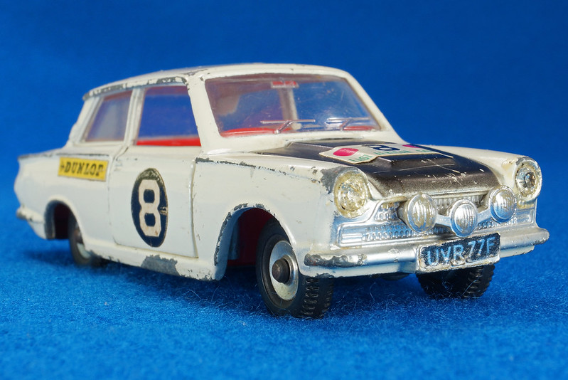 RD28104 1965-70 Dinky Toys 212 Ford Cortina East African Safari Rally England 1-43 DSC02216