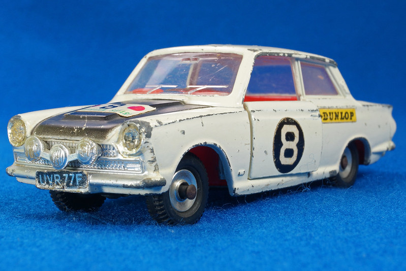 RD28104 1965-70 Dinky Toys 212 Ford Cortina East African Safari Rally England 1-43 DSC02215