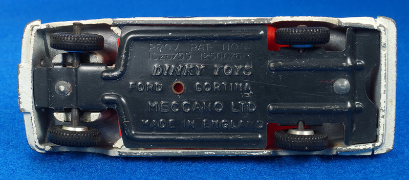 RD28104 1965-70 Dinky Toys 212 Ford Cortina East African Safari Rally England 1-43 DSC02211