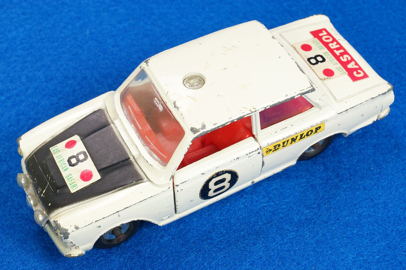 RD28104 1965-70 Dinky Toys 212 Ford Cortina East African Safari Rally England 1-43 DSC02207