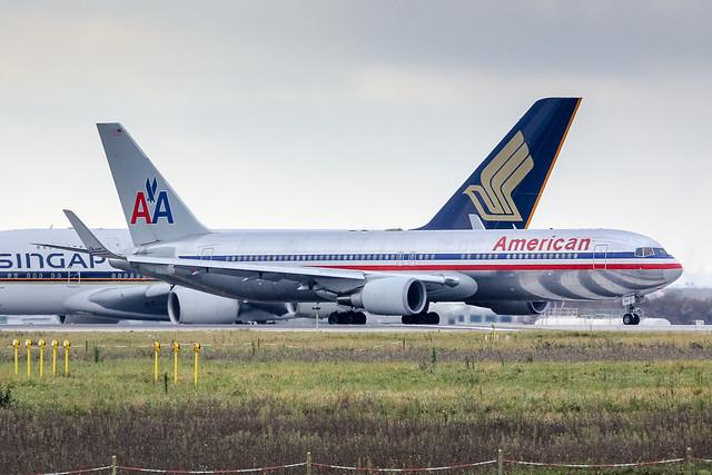 CDG - Boeing 767-323ER (N39365) American Airlines