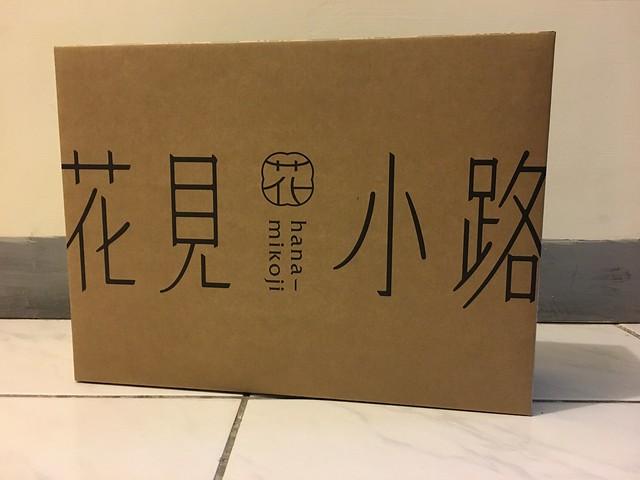 花見小路的包裝紙盒,博客來訂購外面會有更大一個紙箱包起來