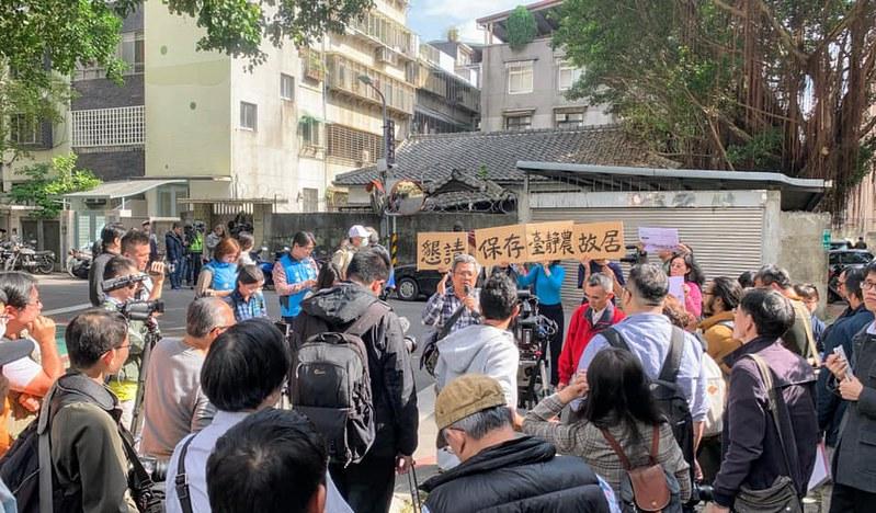 抗議現場文資人士反對故居拆遷。圖/蕭文杰提供