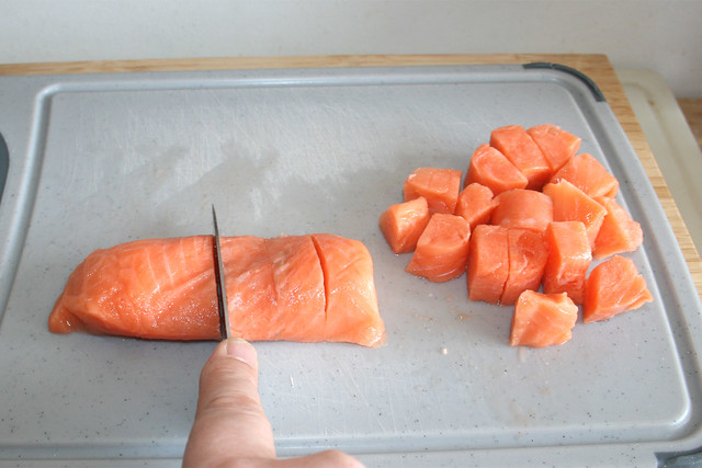 11 - Lachs würfeln / Dice salmon