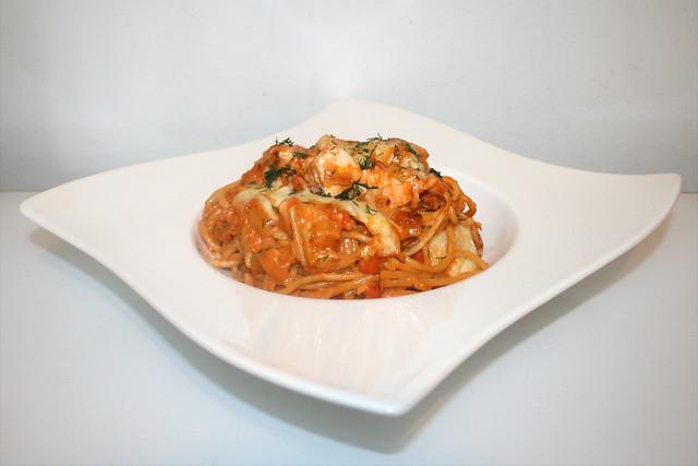 46 - Gratinated salmon leek spaghetti - Side view / Überbackene Lachs-Lauch-Spaghett - Seitenansicht