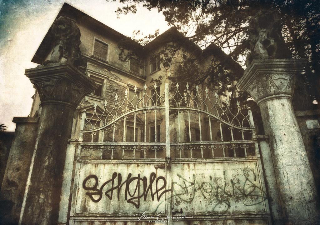 The abandoned villa