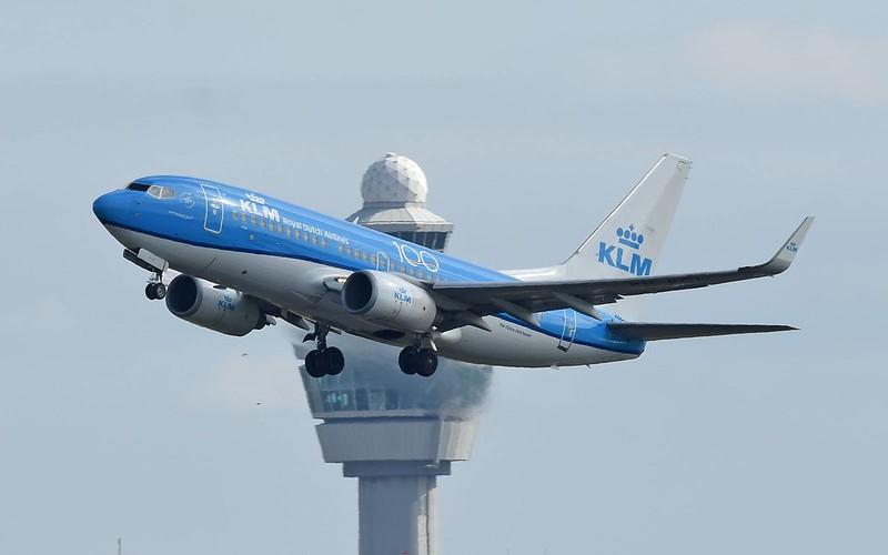 Boeing-737-700-KLM-Royal-Dutch-Airlines-PH-BGI-
