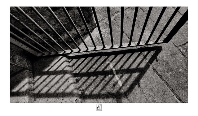 Gate and shadow - Pondicherry Gate