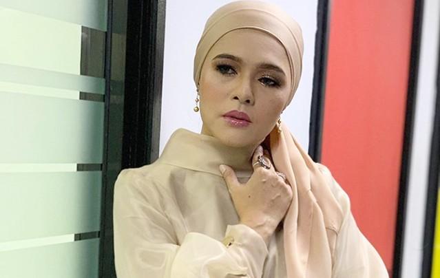 Penyanyi Sharifah Zarina