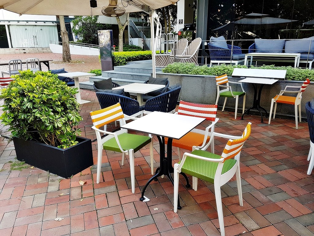 M Social Singapore 16 - Seating Outdoors