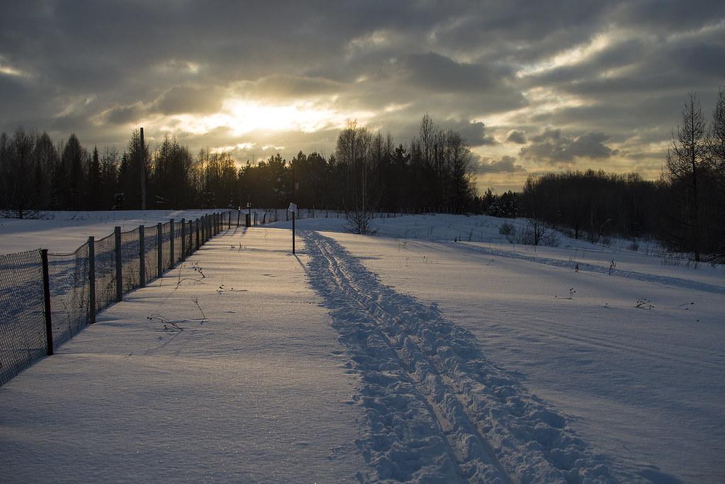 По лыжне зима уходит. в прошлое от нас