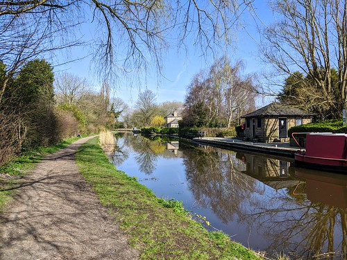 Calm scene down by the canal at Preston | by Tony Worrall