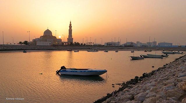 Sunrise among the minaret of the mosque عندما تشرق الشمس من بين قباب االمسجد