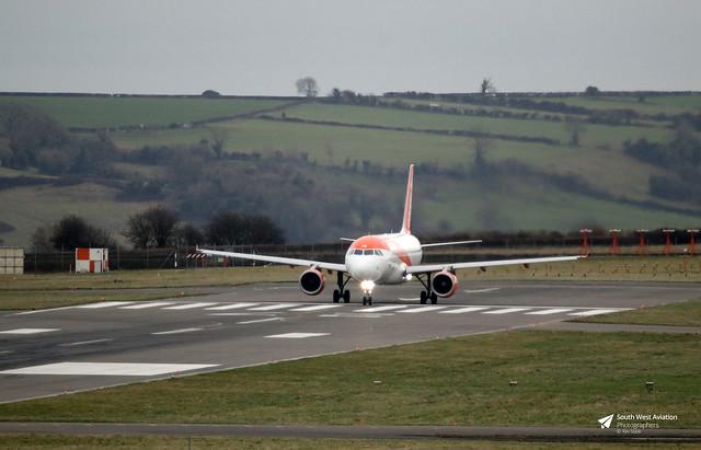 G-EZUK Airbus A.320-214, easyJet, Bristol Airport, Lulsgate Bottom, Somerset