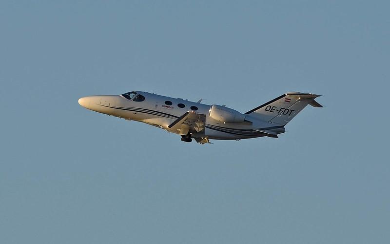 Cessna-510-Citation-Mustang-Globe-Air-OE-FDT