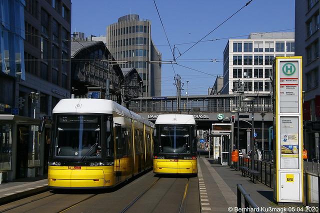 Europa, Deutschland, Berlin, Mitte, Friedrichstraße Ecke Dorotheenstraße, Haltestelle S+U Friedrichstraße
