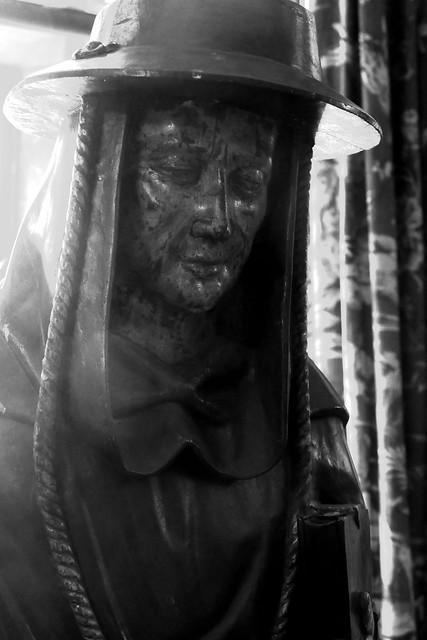 Sombre Statue