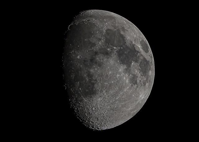 Luna Confinada.