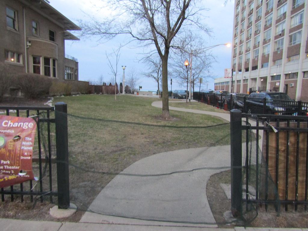 Berger Park sealed off - front entrance