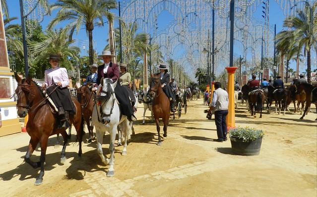 paseo desfile grupos de caballos y jinetes Parque González Hontoria Feria del Caballo 2014 Jerez de la Frontera Cadiz 01