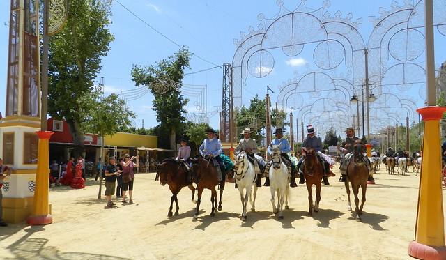 paseo desfile grupos de caballos y jinetes Parque González Hontoria Feria del Caballo 2014 Jerez de la Frontera Cadiz 08