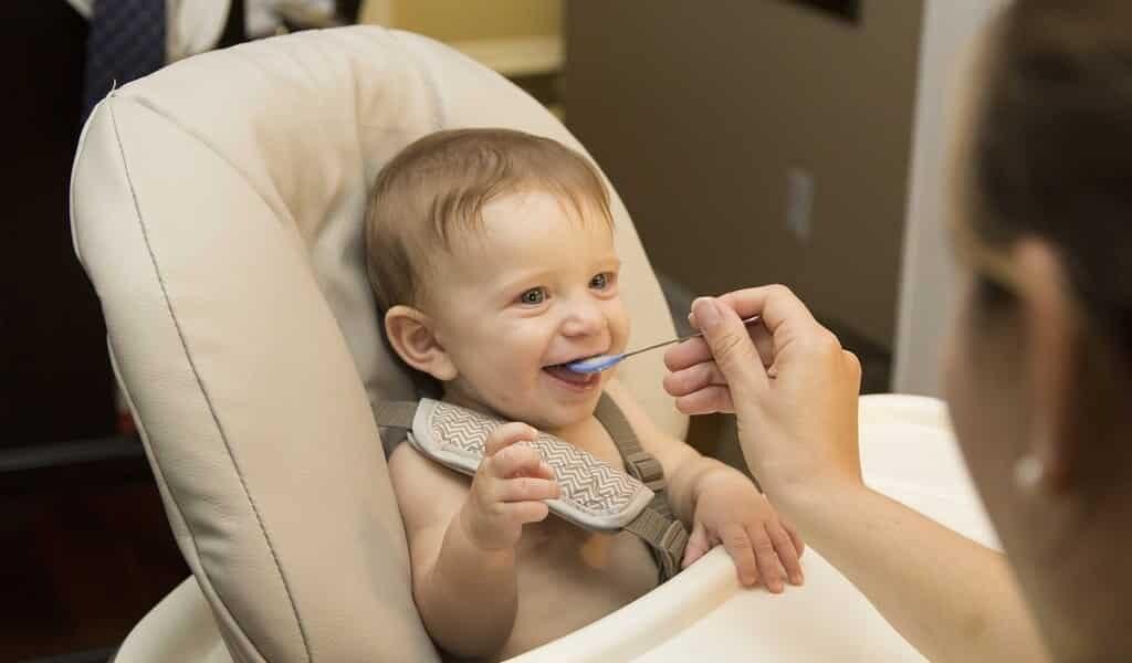 donner-des-aliment-solides-trop-tôt-nuit-à-la&-santé-des-bébés