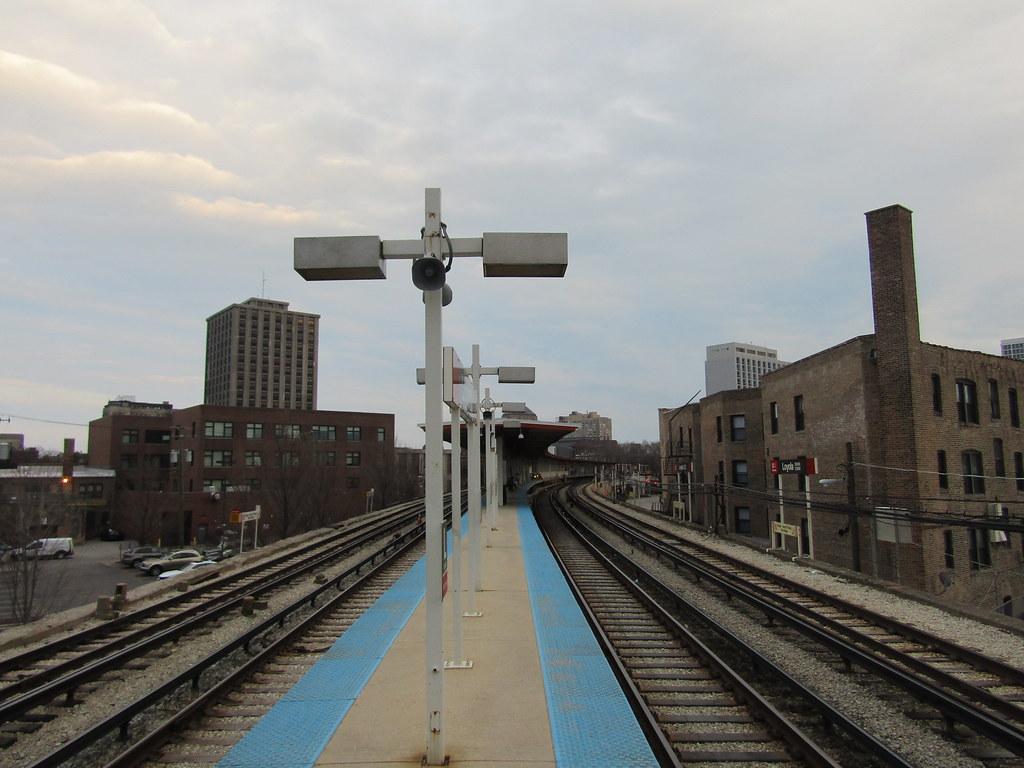 Loyola 'L' station - inbound platform
