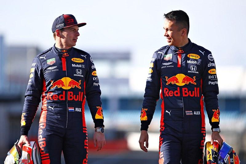 ASTON MARTIN F1紅牛車隊車手Max Verstappen及Alex Albon配戴腕錶形象照。(廠商提供)