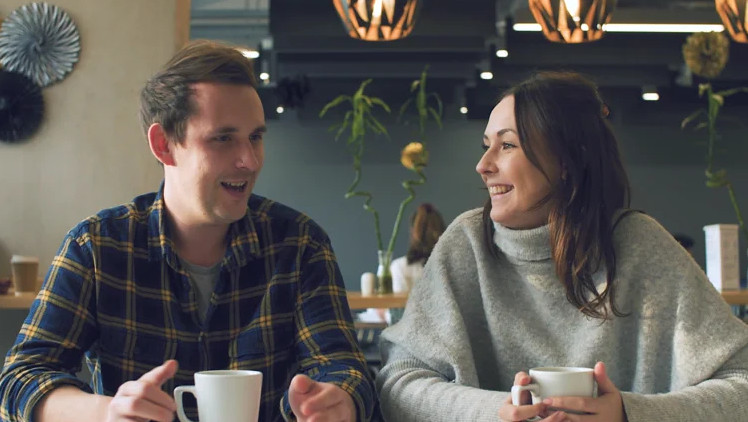 Two people talking in a cafe
