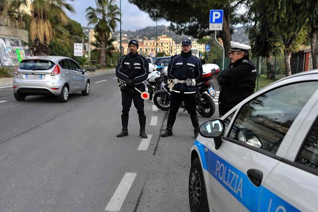 posti-di-blocco-polizia-antiterrorismo-