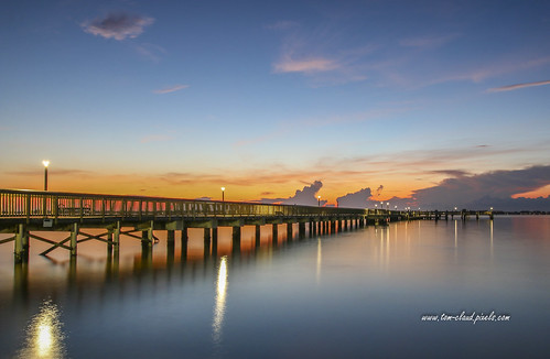 pier fidhingpier water river indianriver lagoon sun sunrise sky clouds cloudy weatherreflect reflection lights lamppost pastel colorful outdoors nature mothernature outside dawn morning indianriverside park jensenbeach martincounty florida usa