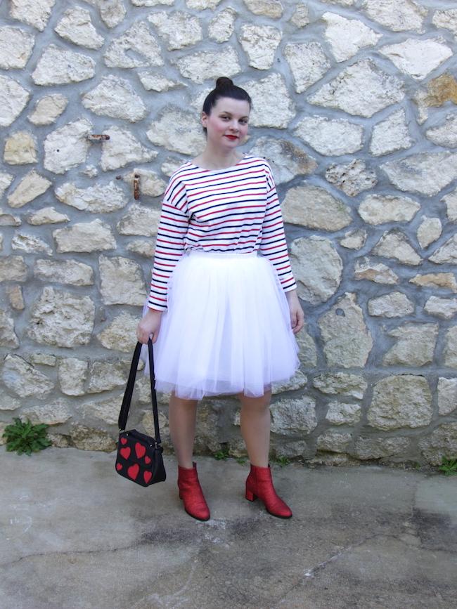 comment-porter-mariniere-jupe-tutu-blanc-bottines-rouges-3