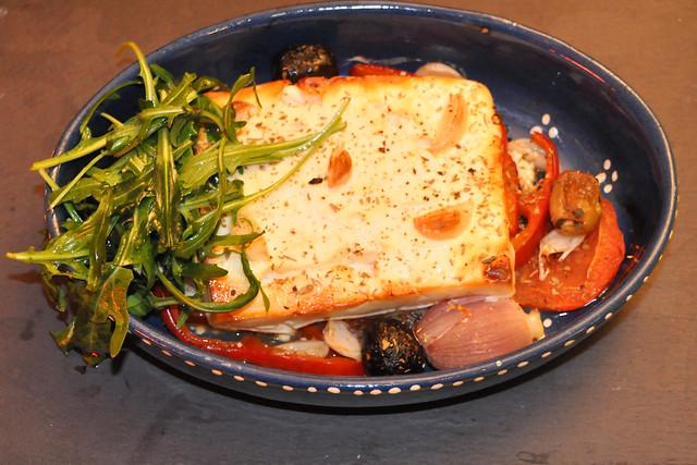 April 2020 ... Gegrillter Schafskäse mit Gemüse, Oliven, Knoblauch und Rucolasalat ... Brigitte Stolle