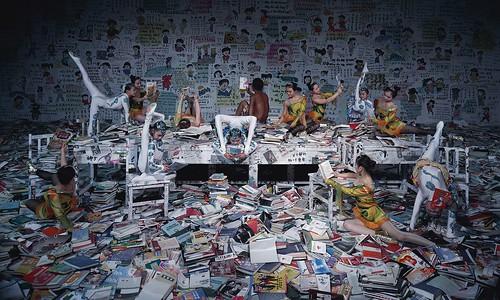 Wang-Qingsong-Crazy-Readers-min