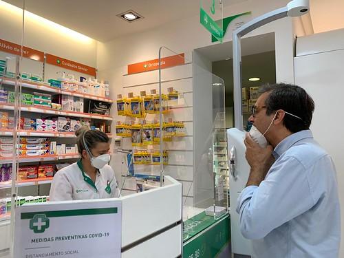 Na farmacia - Joaquim Hierro Lopes