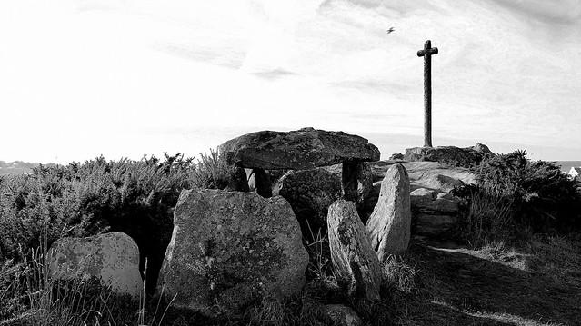 Cross in the sky - Portsall