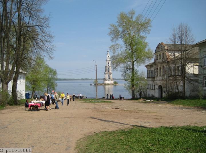 Олег Осепянц. Калязин. Вид с берега на затопленный центр города