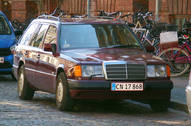 1990 Mercedes 230TE wears brand new numberplates issued 27th March - very clean car but some minor rust