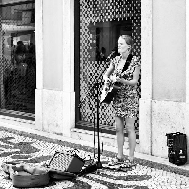 Lisbon street singer