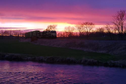 lurganbranch train peacefulwaters johnprine railroad purple sunset pennsylvania colorful moody samsung cellphone phonecamera