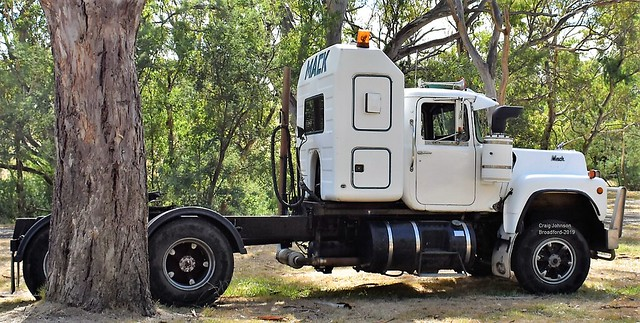 Classic Mack R-Model at Broadford