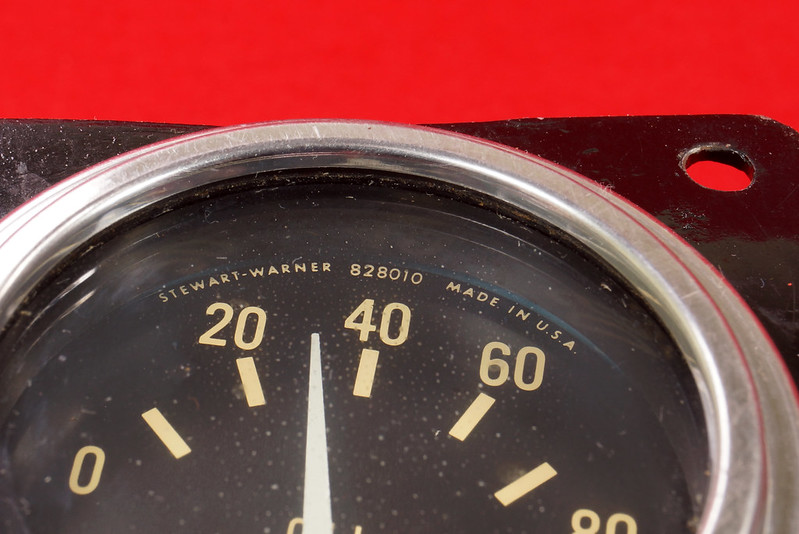RD29349 Vintage Stewart Warner Water Temp 828011 & Oil Pressure 828010 Gauges DSC02361