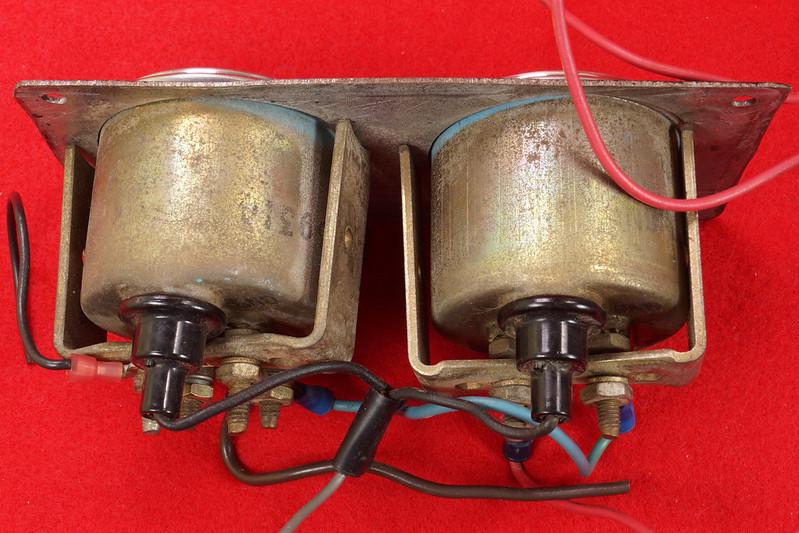 RD29349 Vintage Stewart Warner Water Temp 828011 & Oil Pressure 828010 Gauges DSC02359