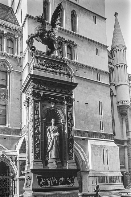 Temple Bar, Royal Courts of Justice, Strand, Fleet St, City, Westminster 86-9h-34_2400