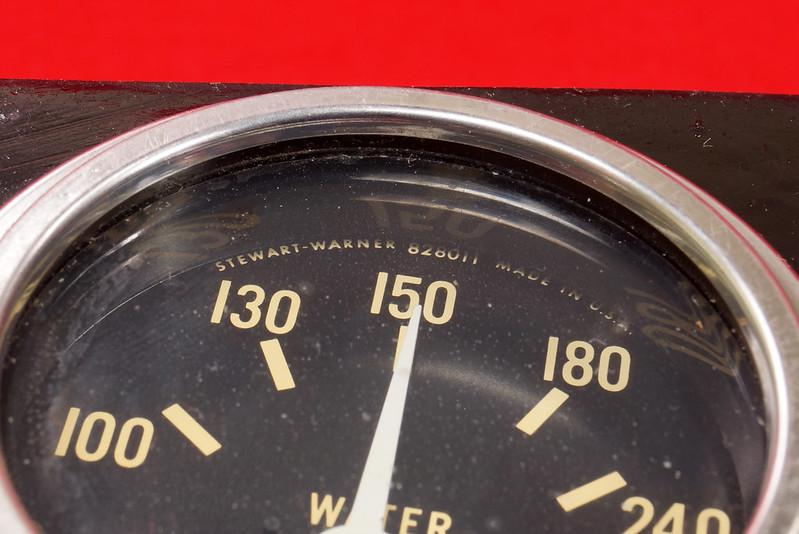 RD29349 Vintage Stewart Warner Water Temp 828011 & Oil Pressure 828010 Gauges DSC02360