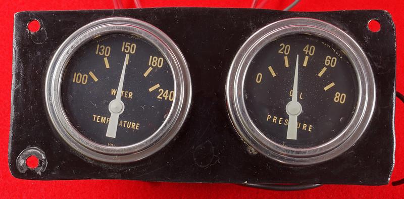 RD29349 Vintage Stewart Warner Water Temp 828011 & Oil Pressure 828010 Gauges DSC02356