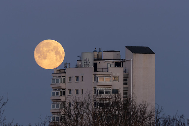 Moonset at 270˚.