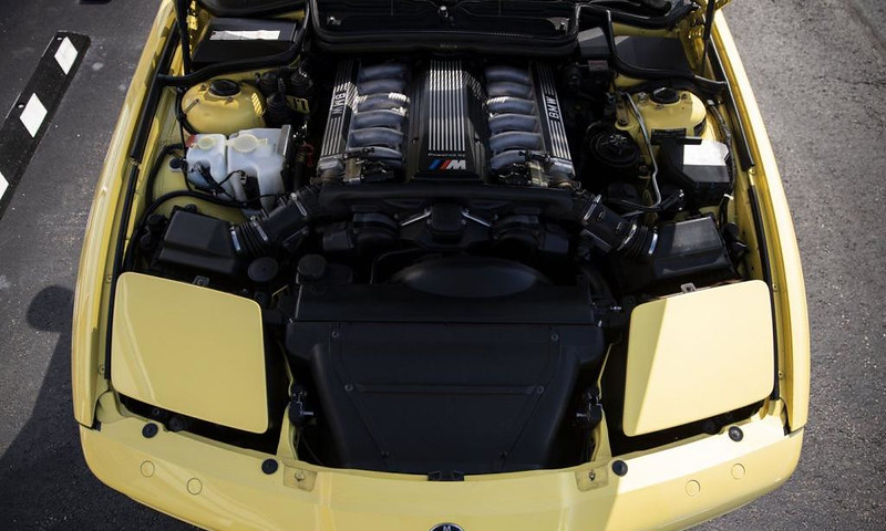 BMW-850CSi-8
