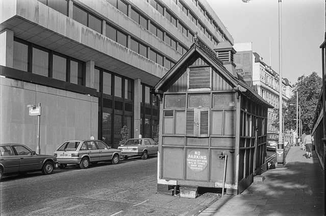Cabman's Shelter, Temple, Westminster 86-9h-21_2400